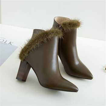 Women's leather boots, high-heeled, solid-colored mink hair-coat, cow leather, new fashion leather-raising shoes in autumn