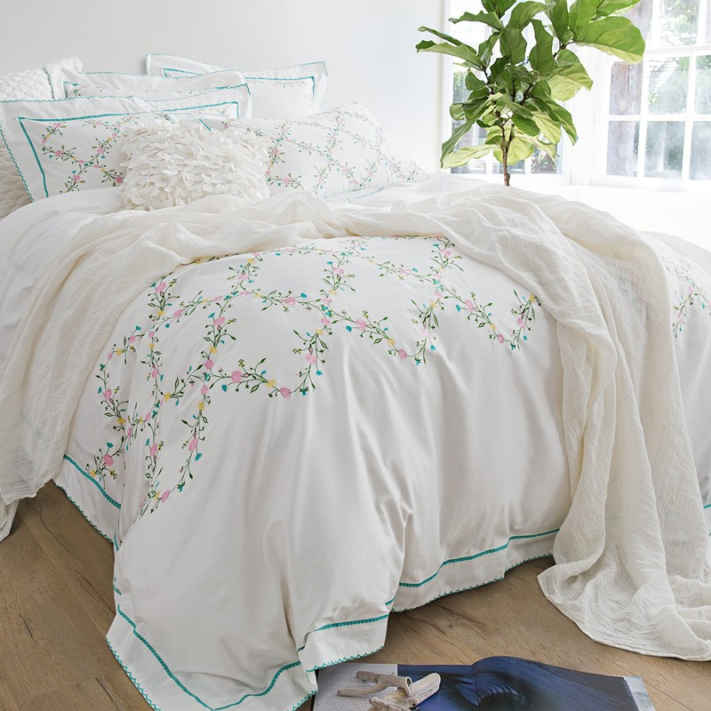 White Embroidered Bedding Set 4 6pcs Queen King Size 100