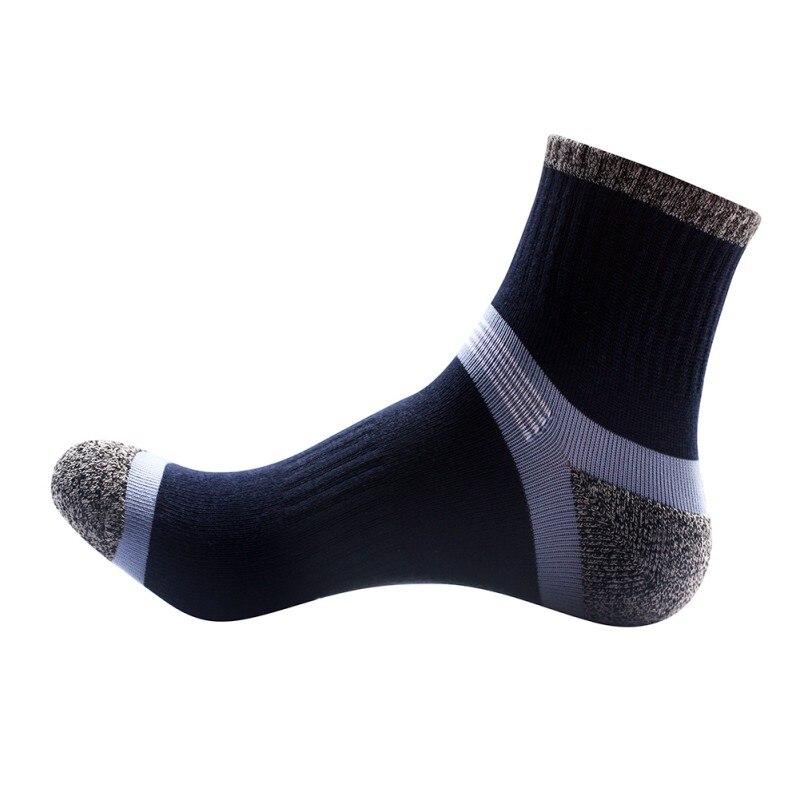 Outdoor camping climbing sport socks 70% cotton hiking socks men running football athletic socks 2018