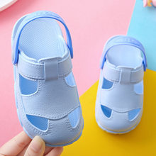 d9f1778e3 Nuevo verano bebé niños niñas sandalias suave zuecos zapatos transpirables  zapatos para niños zapatillas los niños casa Zapatos .
