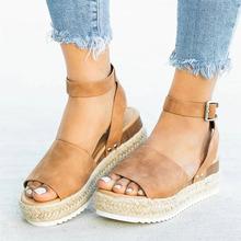 Sandały damskie sandały miękkie skórzane kliny buty dla kobiet sandały na platformie konopi buty na koturnie sandały Chaussures Femme na co dzień letnie buty tanie tanio Dla dorosłych Skóra Split Pasek stawu skokowego Pasek klamra Gumowe G00717 Stałe Moda Med (3 cm-5 cm) Platforma Pas tylny