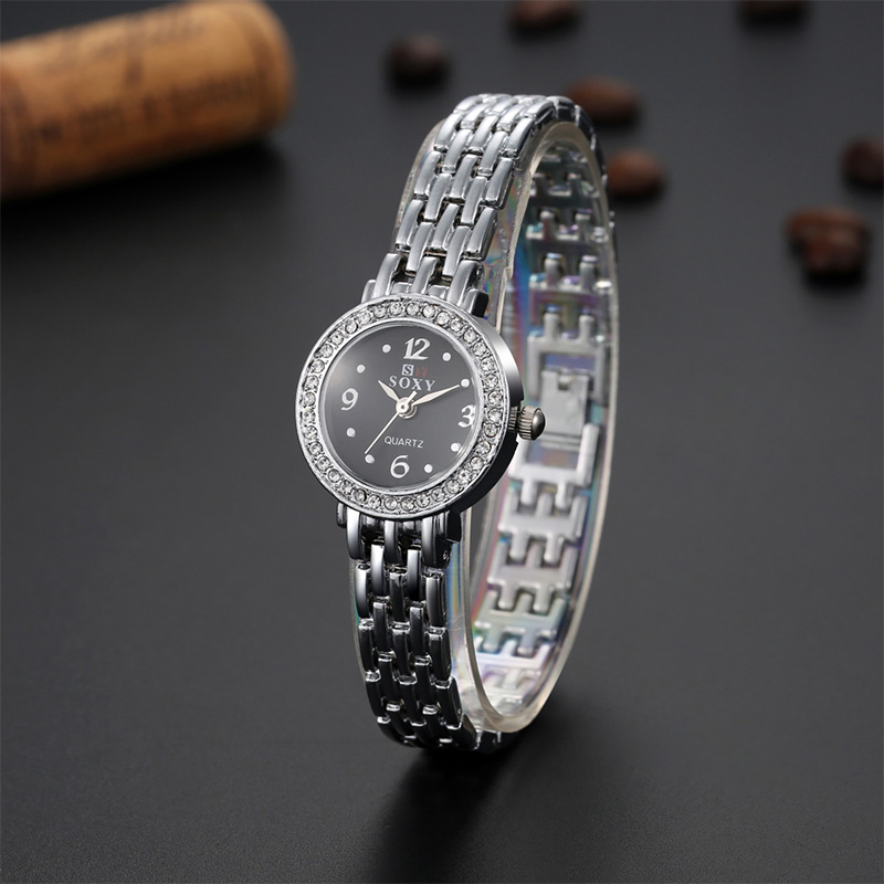 New Fashion Casual Clock Silver Bracelet Watch SOXY Women Rhinestone Watches Ladies Elegant Quartz Wristwatch TME0018
