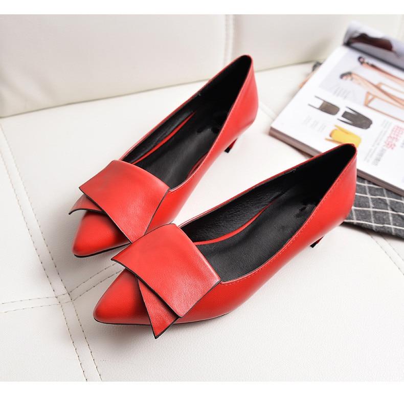 Sapatos de couro bovino com bico baixo