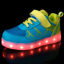 Led Enfants Shoes 2017 USB De Charge Panier Shoes Avec La Lumière Up Enfants Occasionnels Garçons et Filles Baskets Lumineuses Chaussures Rougeoyante enfant