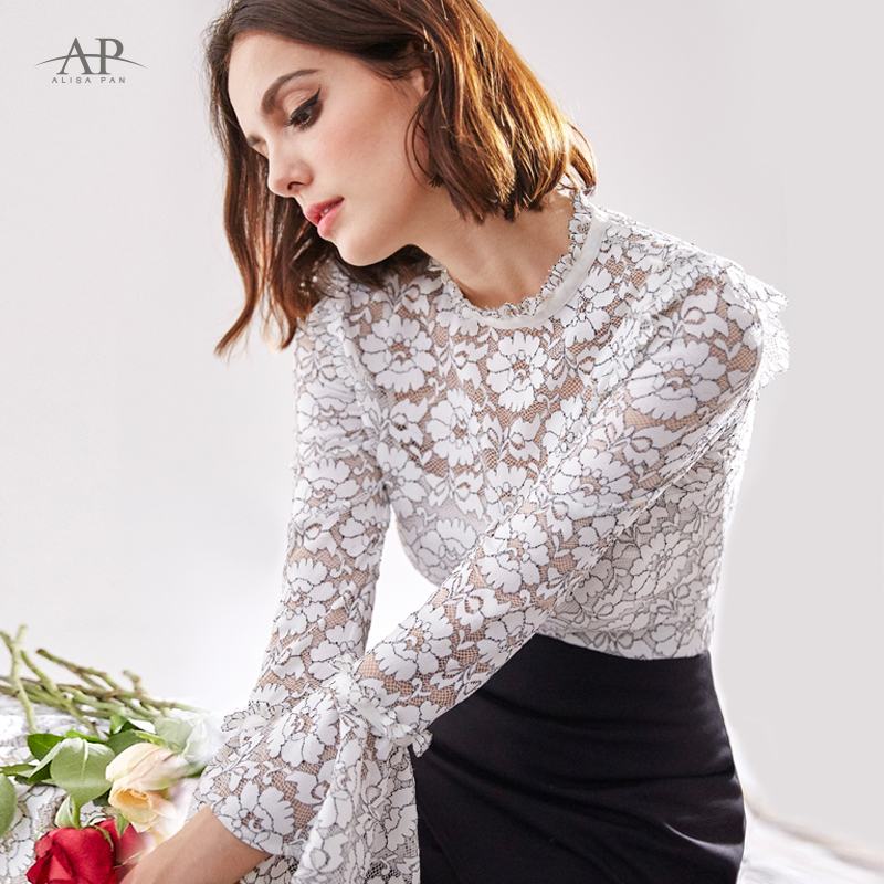 2018 Preto e Branco Blusa de Renda Manga longa Branca e Preta camisa  Alargamento mulheres Alisa Pan AS01130WH em Blusas   Camisas de Roupas das  mulheres no ... 9e6307924cb