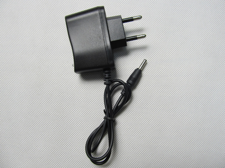 Бесплатная доставка 4,2 V 0,5 A 18650 литий-полимерный аккумулятор зарядное устройство DC: 5,5*2,1 мм евро/США регуляторная вилка