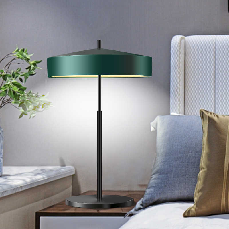 Современные светодиодный настольная лампа свет Тенты Стекло Шар Настольная лампа бюро свет для Спальня Гостиная пол прикроватной тумбочке золото конструкции
