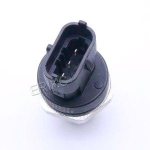 Image 3 - Yeni yakıt dağıtım borusu basınç sensörü 0281002864 VOLVO 3843100 30677300 20792328 21407309 20973777 için