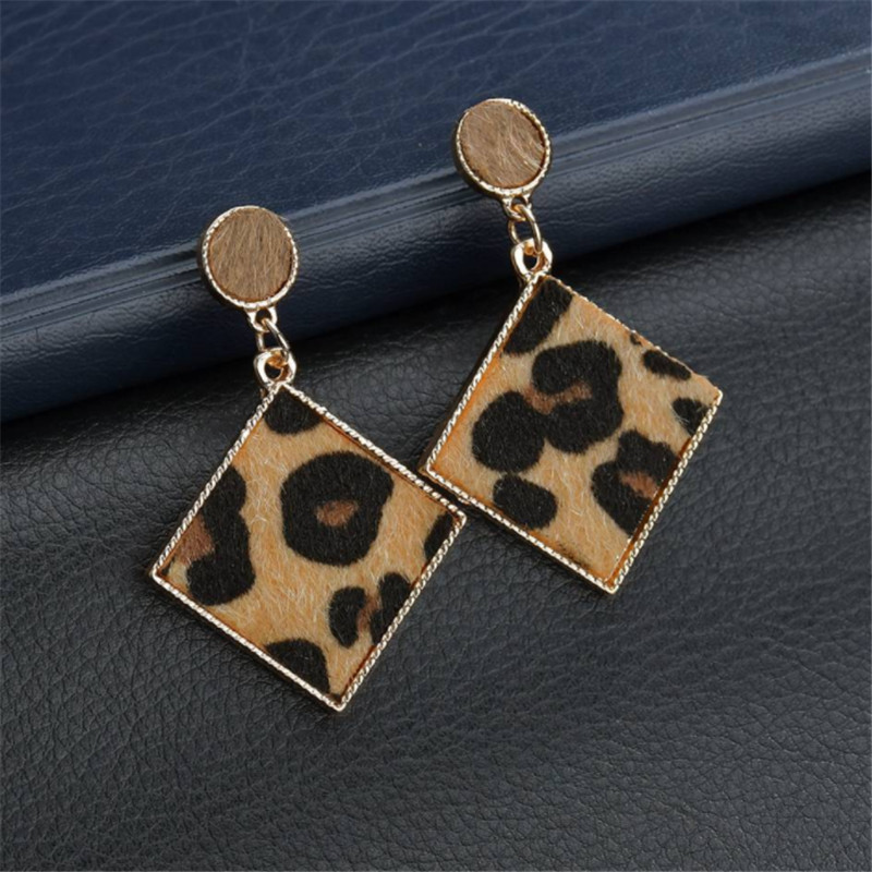 2019 Fashion European American Style Vintage Leopard Earrings Jewelry for Women Party Simple Geometric Drop Earring Wholesale in Drop Earrings from Jewelry Accessories