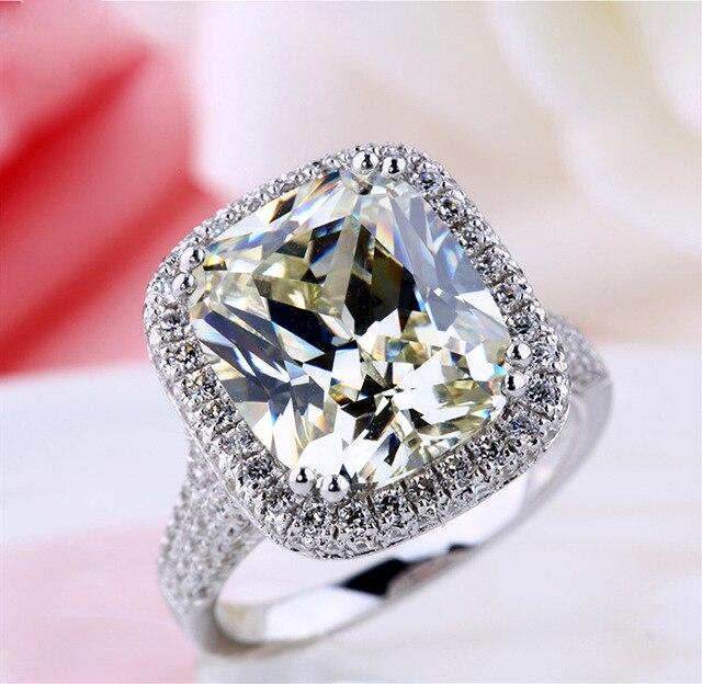 Женское кольцо из серебра 2020 пробы с крупным Цирконом