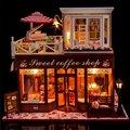 Casa de boneca Incluem Capa de Poeira Grande café Em Miniatura De Madeira Móveis casa de Bonecas Modelo Brinquedos Presente de Aniversário de Natal Atender Feliz