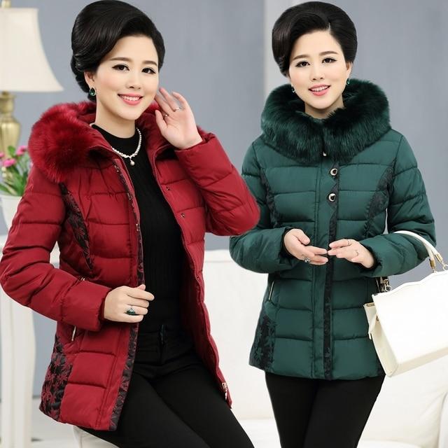 US $48.6  Giacche per le Donne Anziane Lungo Giù Cotone Giacca Plus Size di Mezza Età Donna Autunno Inverno Cappotto Caldo 2017 Vecchia Signora Giacca