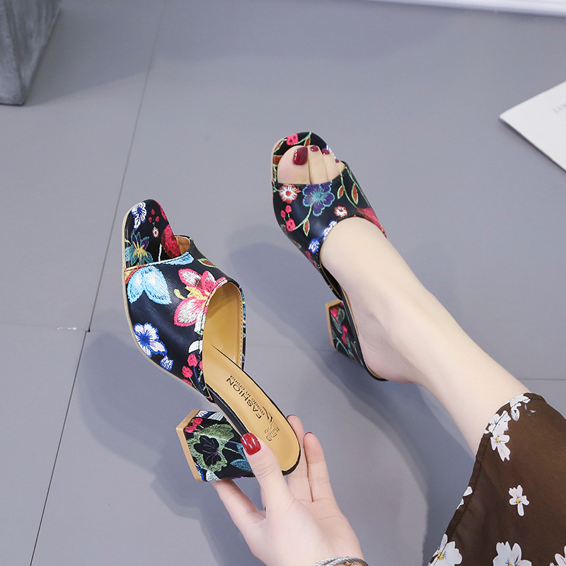 Womens fashion slippers wear 2019 new summer Korean embroidery with fish mouth slippers.Womens fashion slippers wear 2019 new summer Korean embroidery with fish mouth slippers.