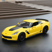 цена на WELLY 1:24 Scale Diecast Metal 2017 Chevrolet Corvette Z06 Simulation Model Car Classic Alloy Car Toys For Boys Gifts Collection