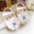 Crianças Sapatos de Bebê Doce Menina Caminhantes Primeiro Novo 2016 Bonito Pérolas Flores Suaves Sapatos de Bebê Da Princesa Sapatos Meninas Sapatos Flats #2714