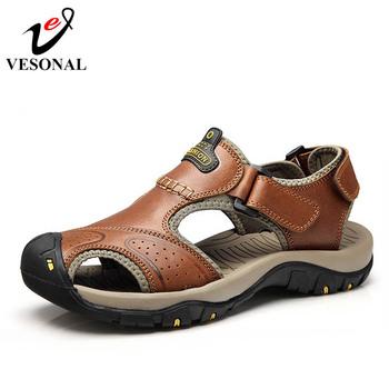 VESONAL marka prawdziwej skóry letnie miękkie męskie sandały buty dla mężczyzn oddychające światło plaża dorywczo jakości Walking sandał 2018 tanie i dobre opinie Skóra bydlęca Podstawowe Mesh LEISURE RUBBER Hook loop Niska (1 cm-3 cm) Pasuje prawda na wymiar weź swój normalny rozmiar