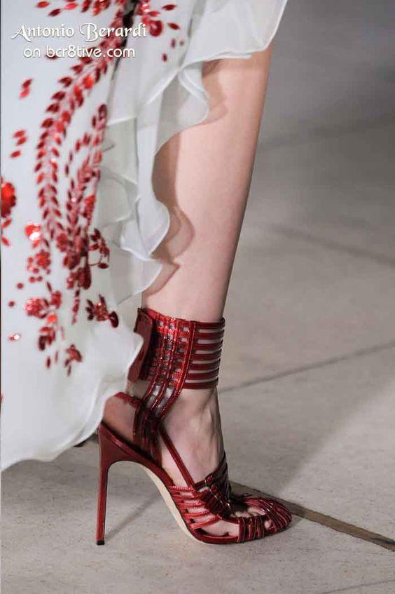 Pi nuovo Catene D oro Tacco Alto Sandali Per La Donna Sandali Cinghie Incrociate Tacchi Sottili Cut-out Sandali Con il Cinturin