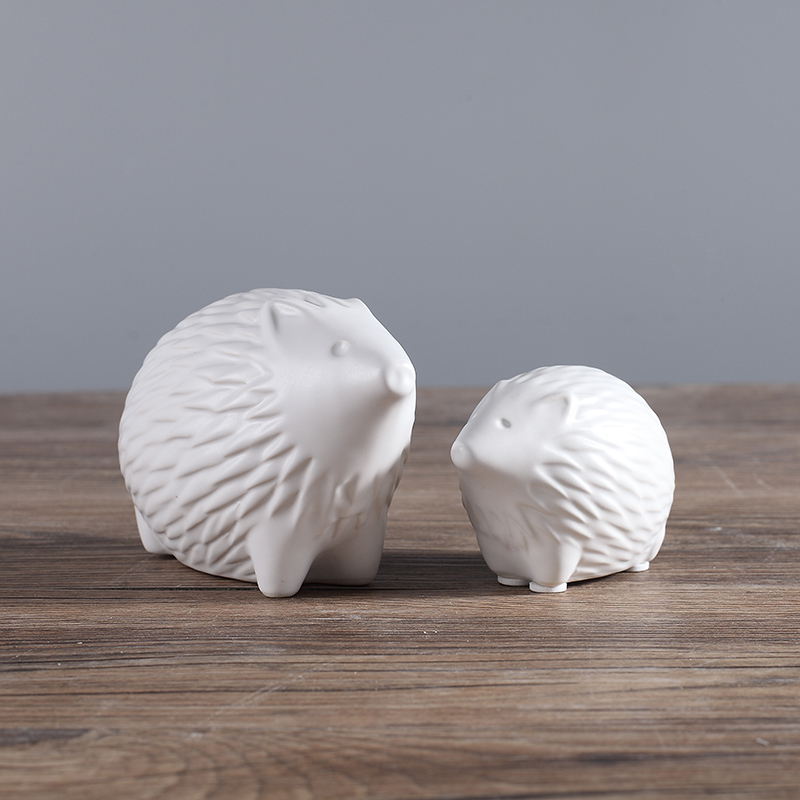 white ceramic concise Hedgehog home decor crafts room decoration handicraft porcelain animal figurines wedding decorations in Figurines Miniatures from Home Garden