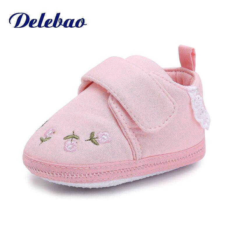 Купить с кэшбэком Delebao 2018 Autumn New Design Baby Shoes Hook & Loop Cute Cat 0-18 Months Toddler Shoes