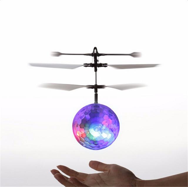 24 pcs crianças recomendar indução fly bola flash toys helicóptero de controle remoto rc quadcopter zangão voando brinquedo melhores presentes