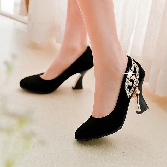 2017 Nueva Moda Mujeres Zapatos de Tacón Alto Flock Shallow Boca Redonda Negro del dedo del pie Bombas de Zapatos de Mujer de Cristal de Zapatos de Primavera Otoño Tamaño 43