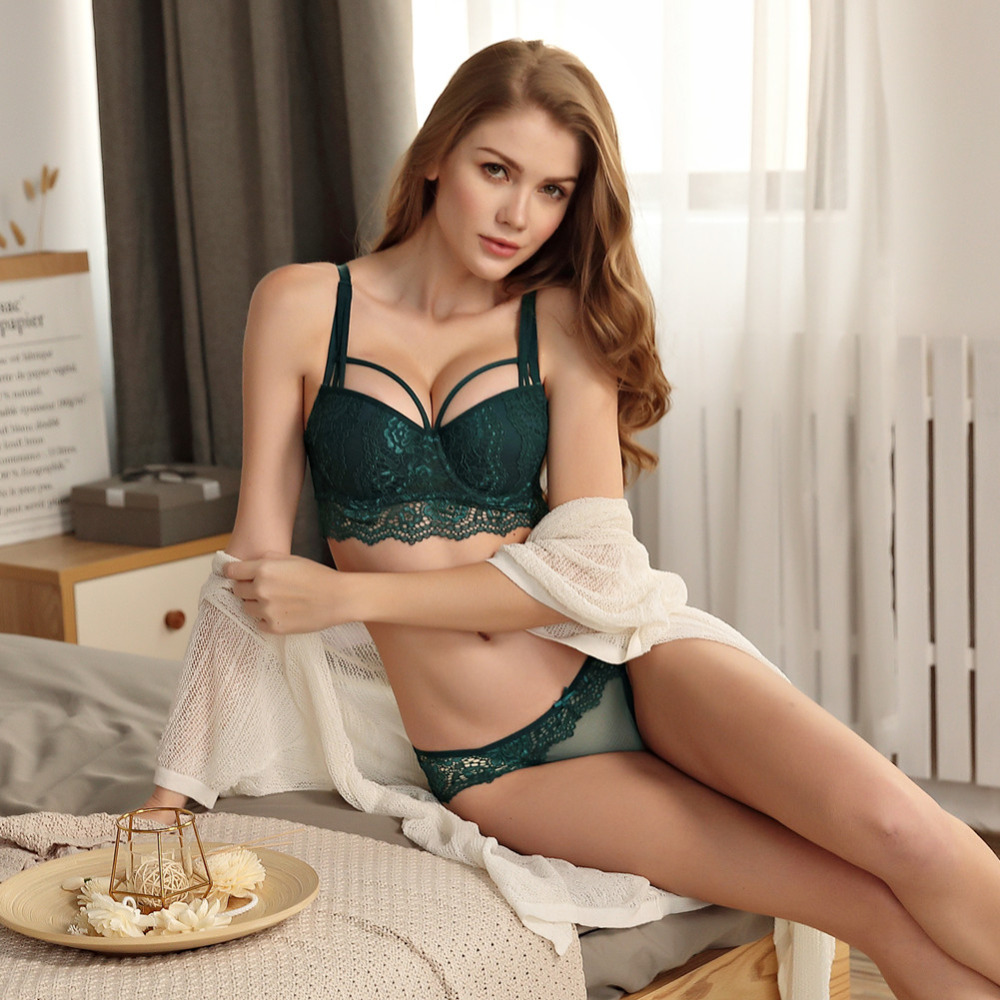 0a2dd3ceae15 New Top Sexy Underwear Set Cotton Push-up Bra and Panty Sets 3/4 Cup Brand  Green Lace Lingerie Set Women Deep V Brassiere Black