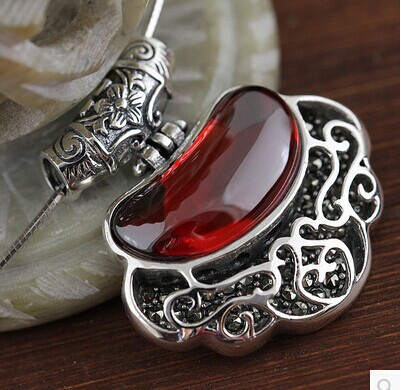 S925 sterling silver Thai silver pendants sterling silver garnet / opal necklace pendant retro female clavicle pendant 925 sterling silver pendant thai silver natural green agate pendant locket female ruby pendant