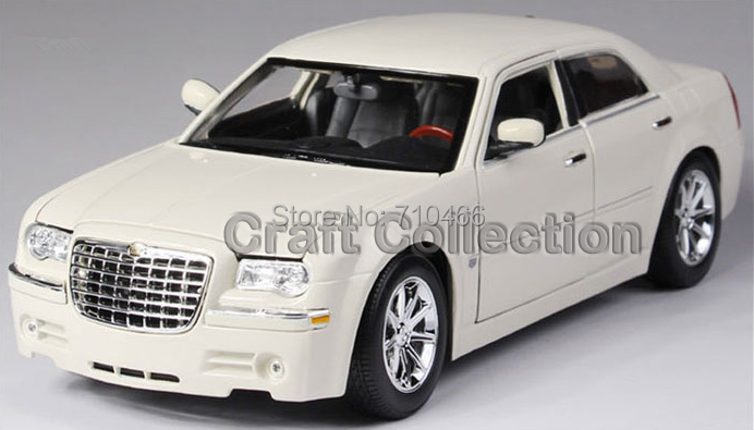 1/18 Maisto Chrysler  300C FCA Classical Diecast Model Car Miniature Scale Models Alloy Vehicle Brinquedos 1 18 scale maisto classic children 1956 chrysler 300b antique vintage car metal diecast vehicle gift model kids toys collectible