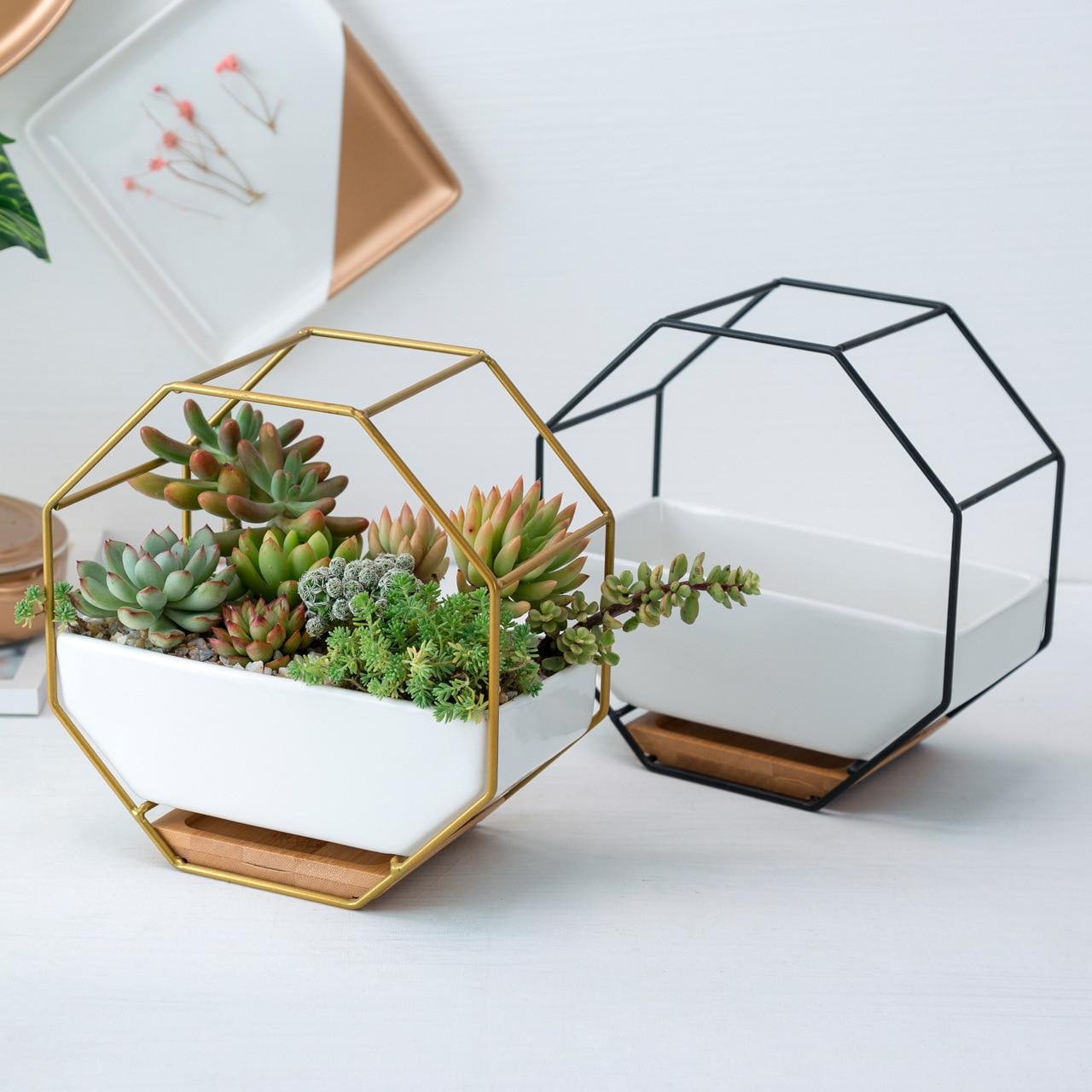 Eenvoudige Achthoekige Geometrische Muur Opknoping Bloempotten Zwarte Goud Metalen Ijzeren Rek Keramische Planter Bloempot Bamboe Lade Ijzeren Frame Betrouwbare Prestaties