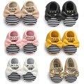 Remaches de moda de La Raya de $ Number Colores Del Arco Princesa de LA PU Borlas Zapatos de Bebé Recién Nacido Niño Zapatos Niños Zapatos Primeros Caminante