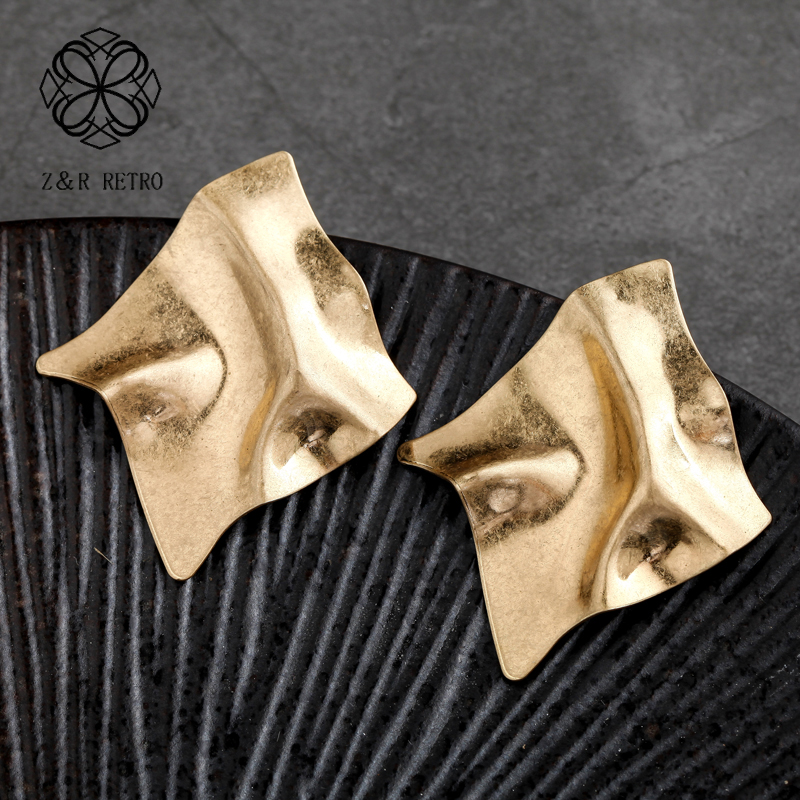 Gold Stud Earrings Fashion Brand Jewelry Wholesale Vintage Christmas Earrings New Arrival Geometric Earrings Christmas Gift in Stud Earrings from Jewelry Accessories