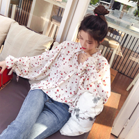 Блуза молочного цвета в тёмно-красные цветочки