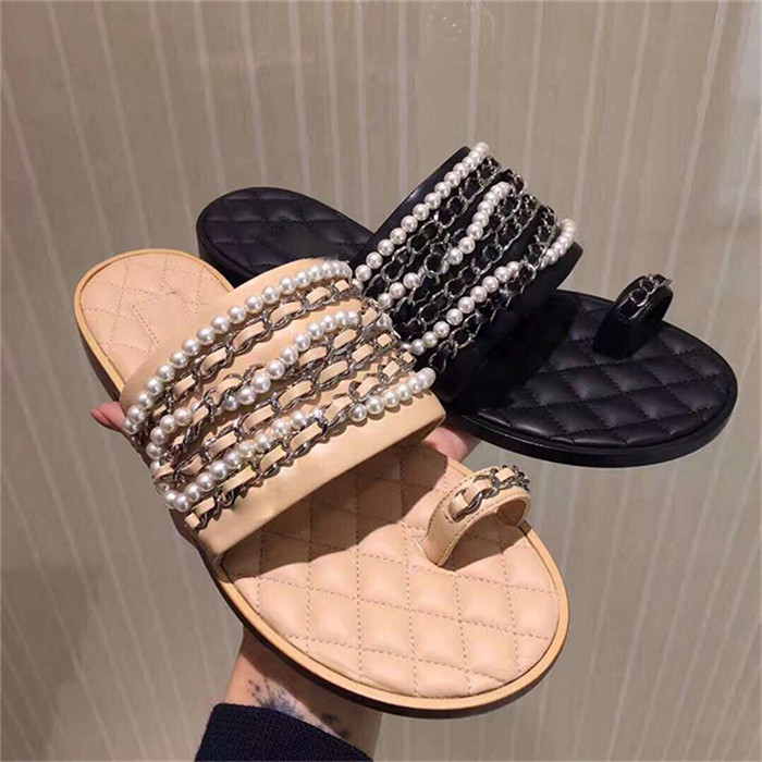 2019 Newest Pearls Metal Chain Slipper Open Toe Summer Slippers Rhombus Leather Outside Slip On Soft Flat Slides Beach Shoes