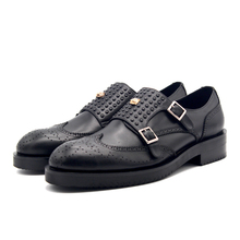 Мужская обувь с перфорацией типа «броги» ручной работы; Цвет Черный; с заклепками; с ремешком; с вышивкой; с пряжкой; кожаная официальная обувь в деловом стиле