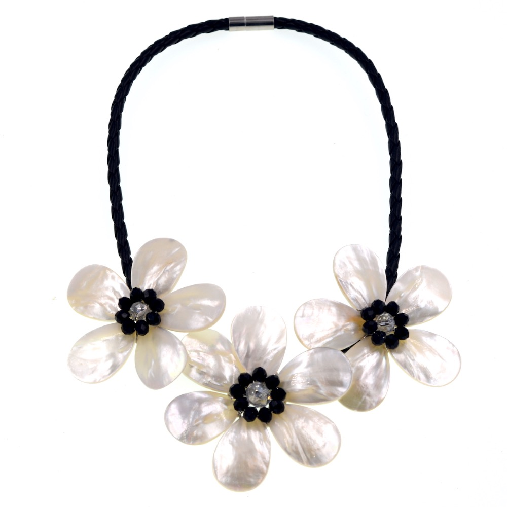 Noble Female Jewelry Black White Crystal Sea Shell Flower Necklace New Fashion Dress Accessories