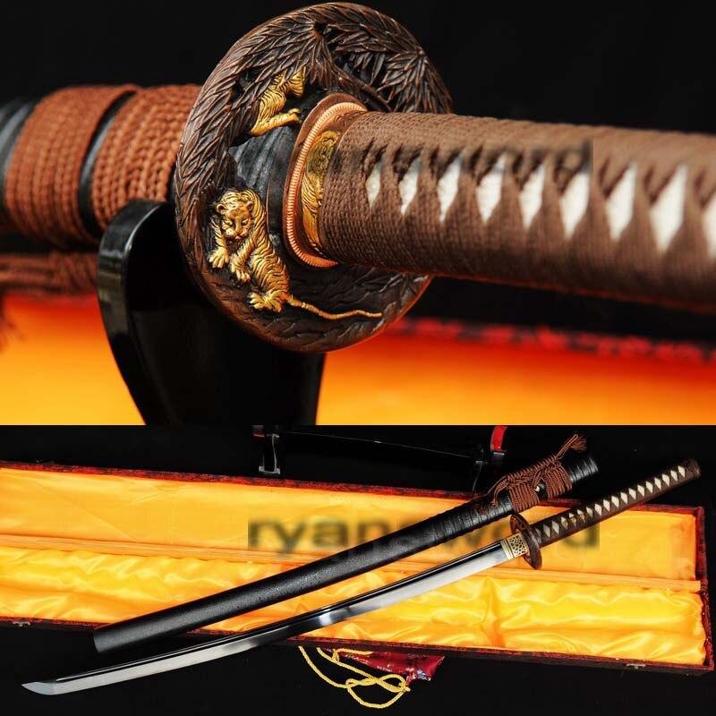 Sabre KATANA samouraï japonais en acier plié noir damas forgé à la main