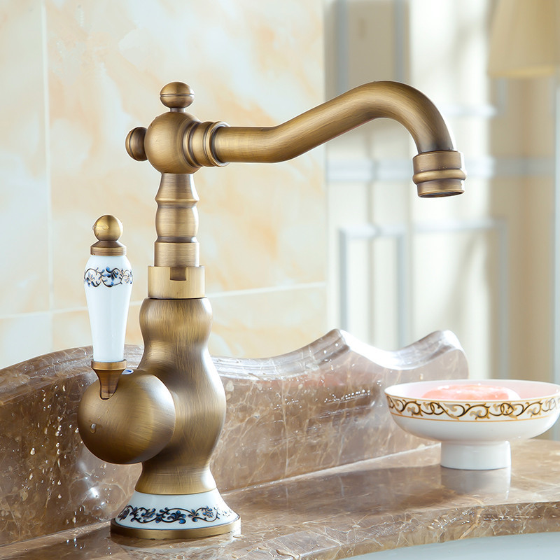 Vintage Farmhouse Kitchen Faucet