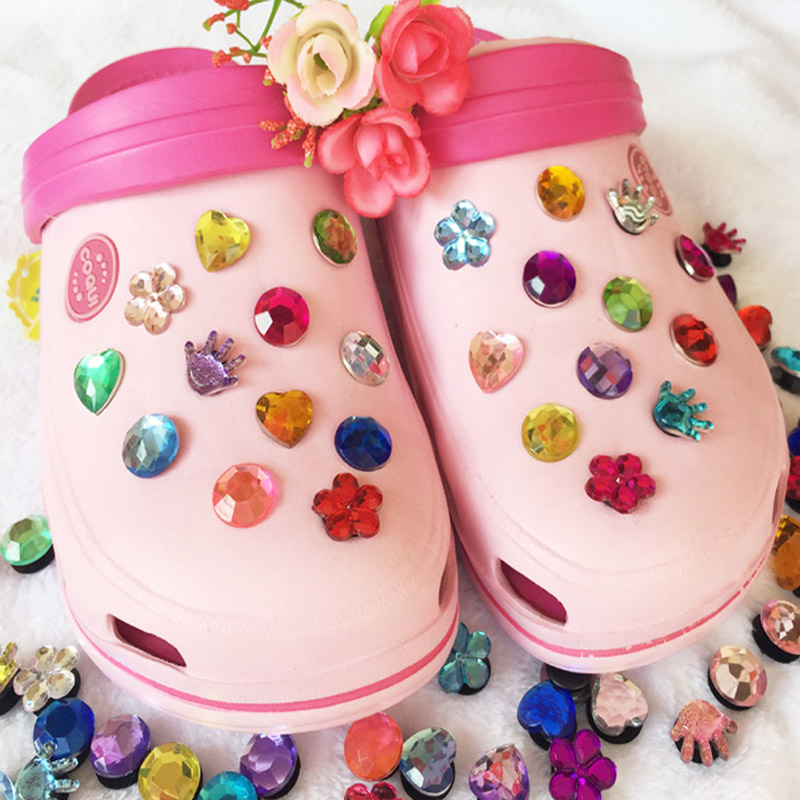Shoe Accessories 1 Set Acrylic Crystal Shoes Decoration Heart-shaped Palm Flower Buckle Accessory For Garden Shoes Croc