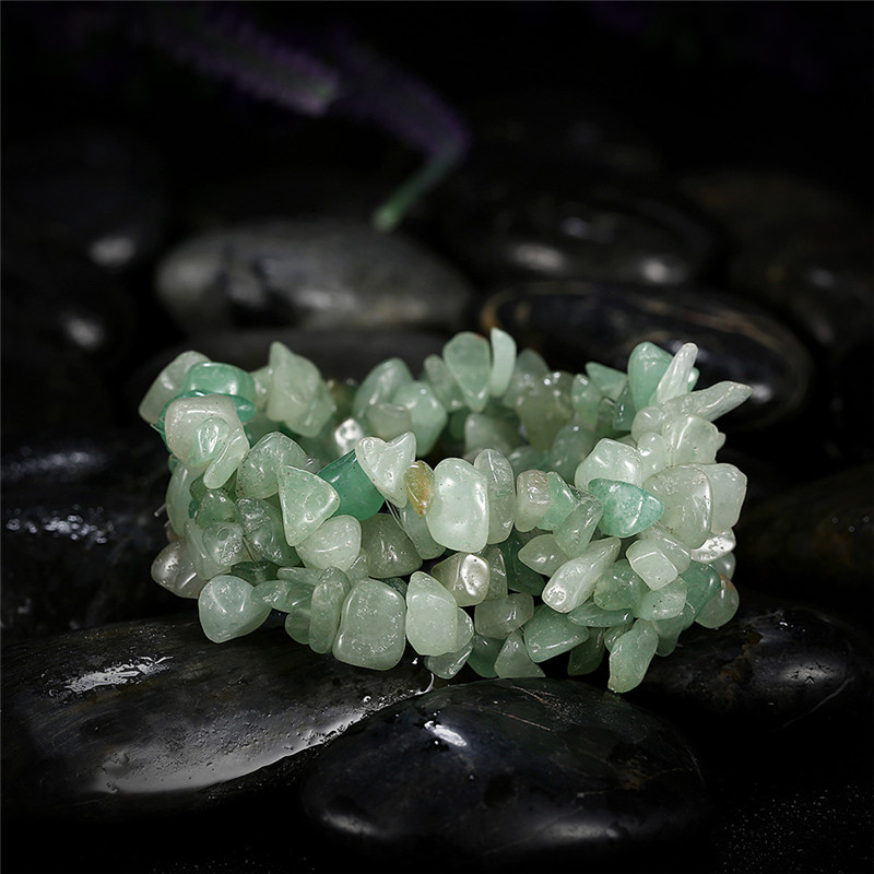 0c6cc1876387 KCALOE Chakra piedra Natural verde pulseras para las mujeres piedras  irregulares del encanto del grano pulsera elástica de Bransoletki Damskie