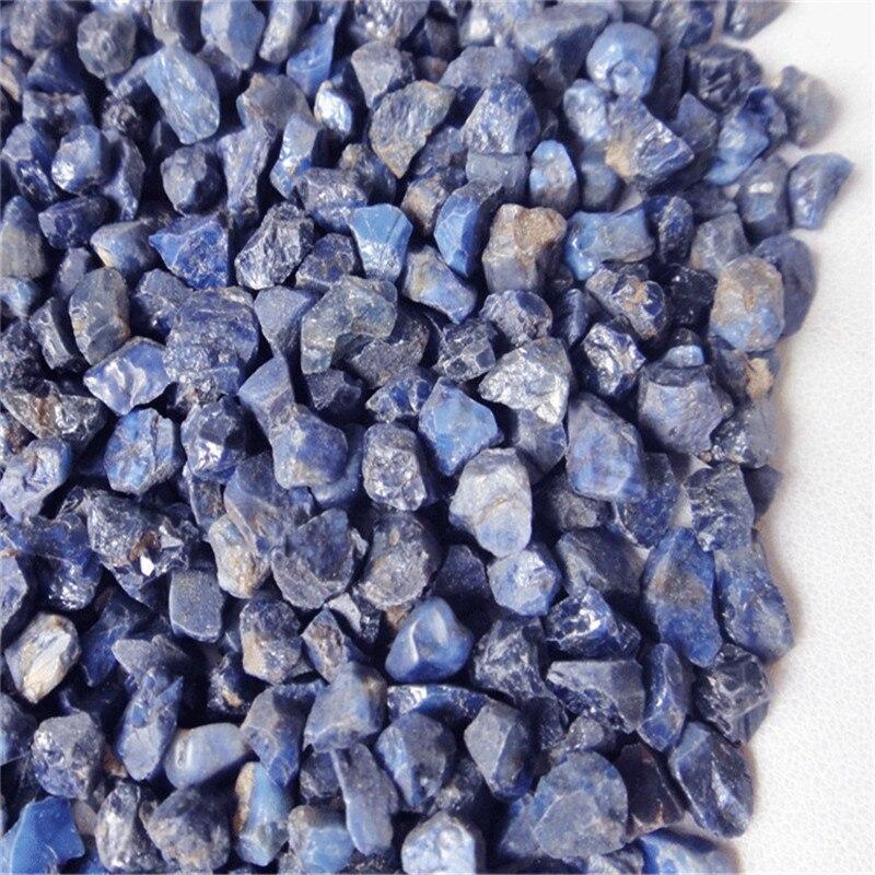 A safira crua da promoção amostras minerais