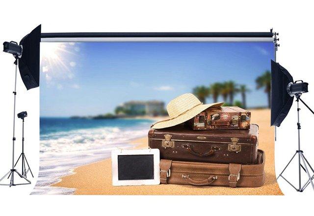 Fondo de playa de arena de mar Coconut Palm maleta Vintage sombrero de paja azul cielo blanco nube Fondo amante