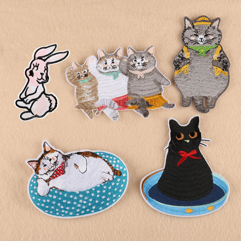 1PC~KITTY CAT CUT OUT~IRON ON EMBROIDERED PATCH