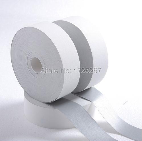 Vzorky CSR o šedé šířce 5 cm, reflexní páska retardující ohnivzdornou délku 5 metrů