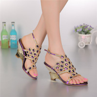2017 Verano Moda de las Nuevas mujeres Púrpuras Romano Hebilla de Diamante Sandalias de Tacón Alto de la Boda Zapatos de Novia En Línea de Lujo de Alta Calidad
