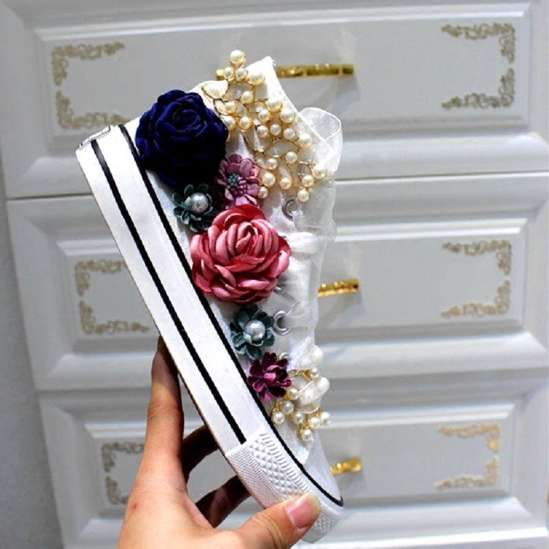 Spring and summer canvas shoes women's handmade custom three-dimensional sequins beaded flowers high shoes fashion shoes.