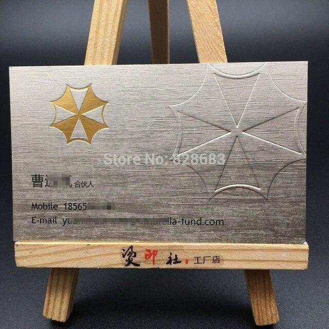 500gsm Metallique Argent Papier Carte De Visite Impression Avec Blanc Gaufrage Et Feuille Dor