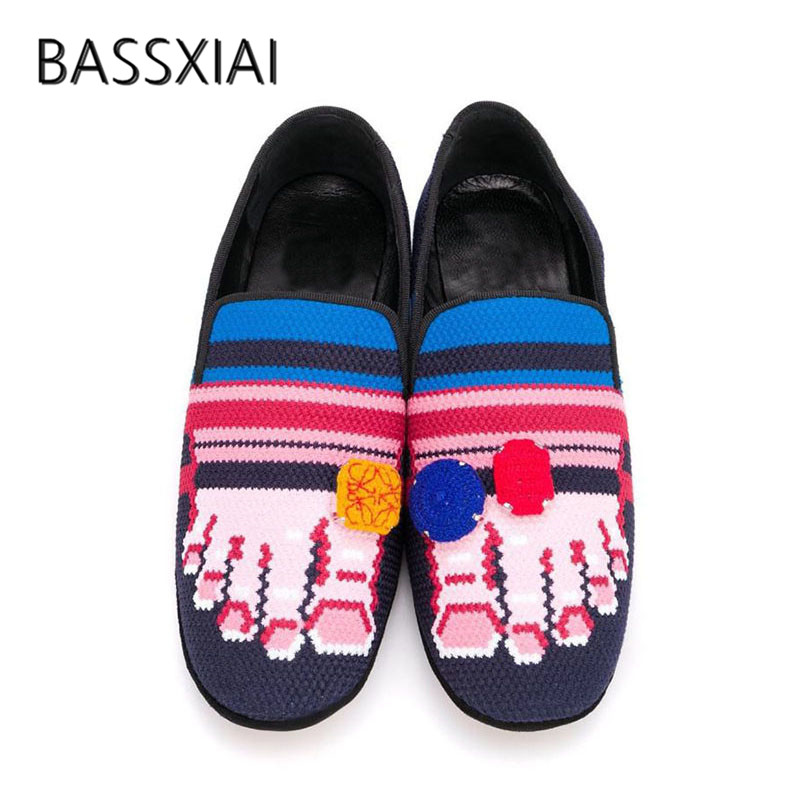 2019 Chic Design Embroidery Loafer Shoes Women Round Toe Button Flat Shoes Woman Fashion Slip On