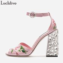 01bb695c2 Luchfive Pintar Flores Desfile de Jóias Sandálias De Salto Alto Mulheres  com Tira No Tornozelo Verão Rosa De Cristal Sapatos de .