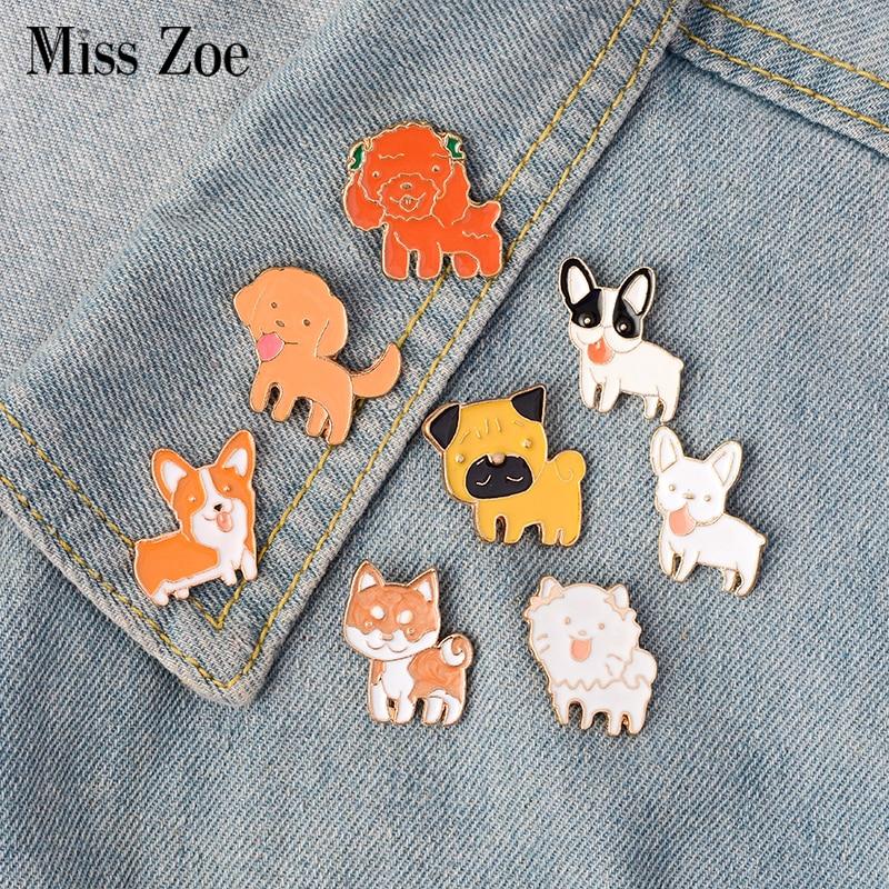 8 pçs / set Língua De Cão Filhote De Cachorro Shiba Pomeranin Corgi Bulldog Pug Labrador Broche Botão Pins Denim Jacket Pin Emblema Jóias