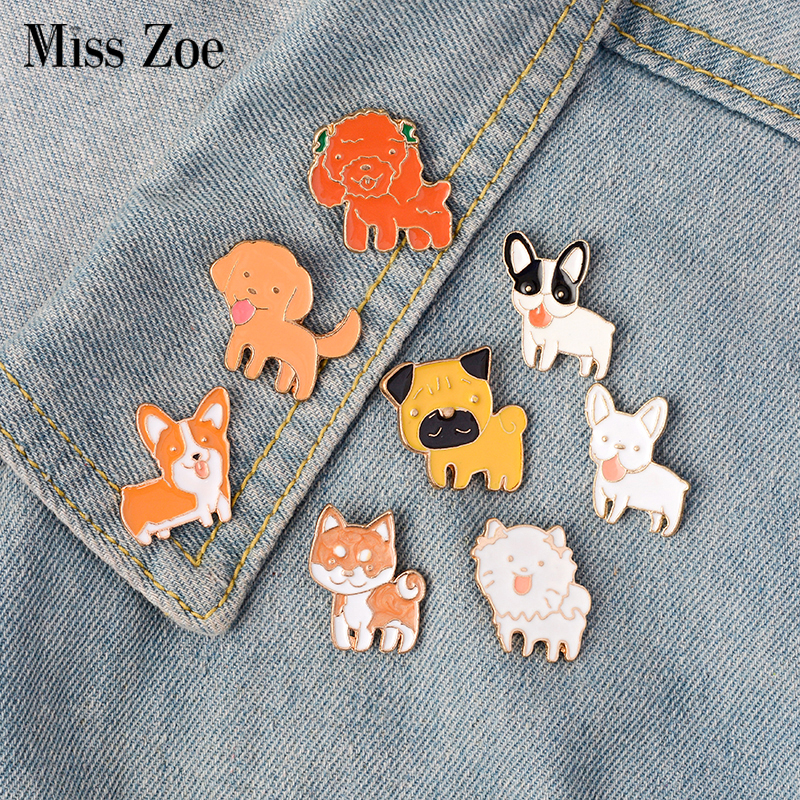 8stk / sett Puppy Dog Tongue Shiba Pomeranin Corgi Bulldog Pug Labrador Brosje Knapper Pins Denim Jakke Pin Badge Smykker